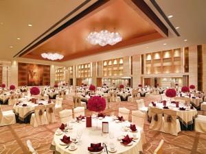 Grand Ballroom 二楼大宴会厅圆桌摆台